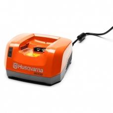 Husqvarna akumuliatoriaus  įkroviklis QC330